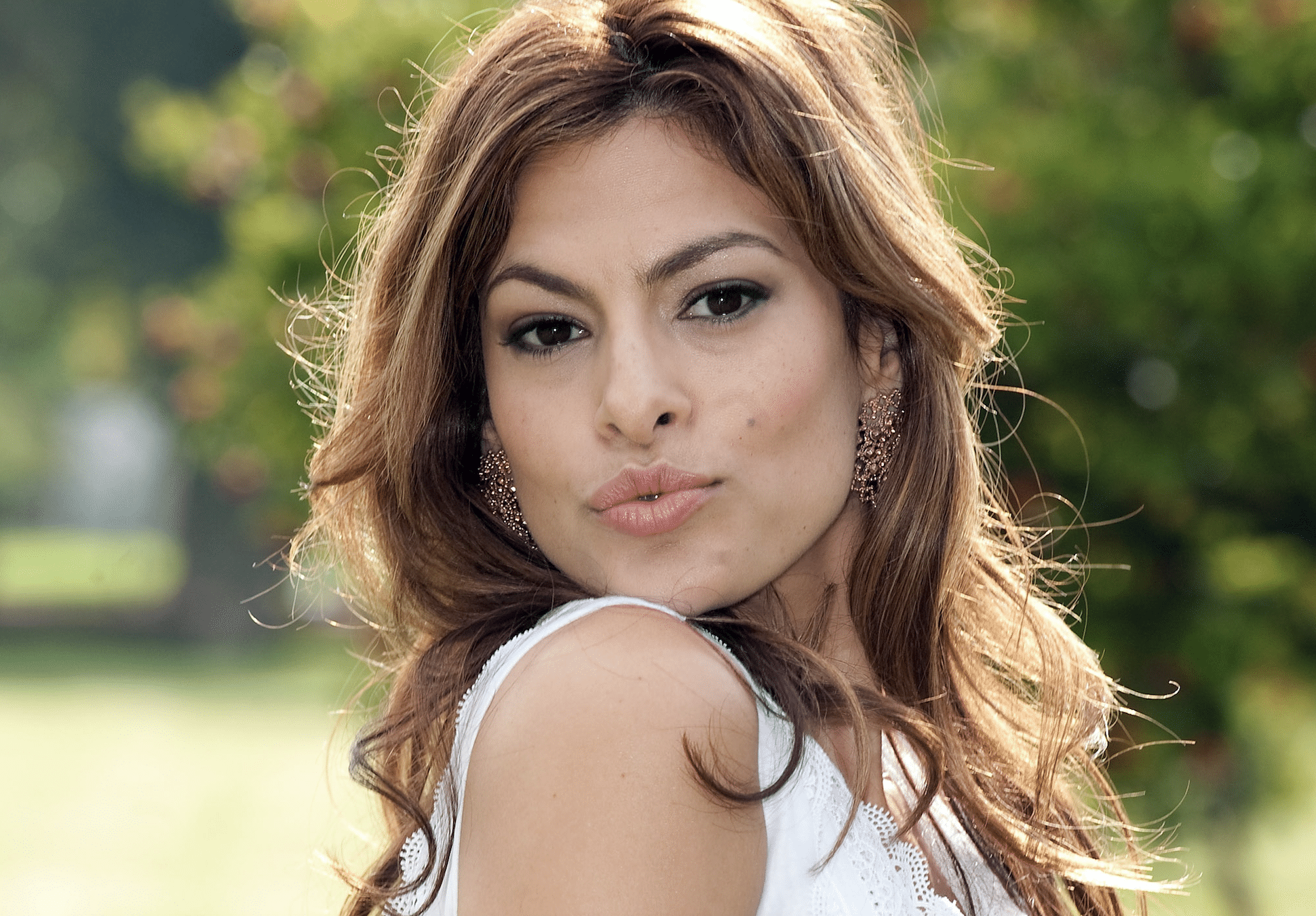 Eva Mendes Shared A Shocking Photo Of 'Being Tortured' While Receiving Mono-Thread Treatment For Her Neck